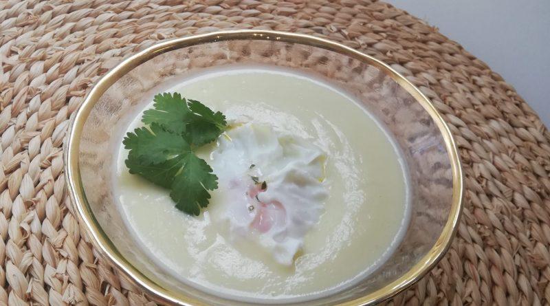 Crema de espárragos con huevos poché